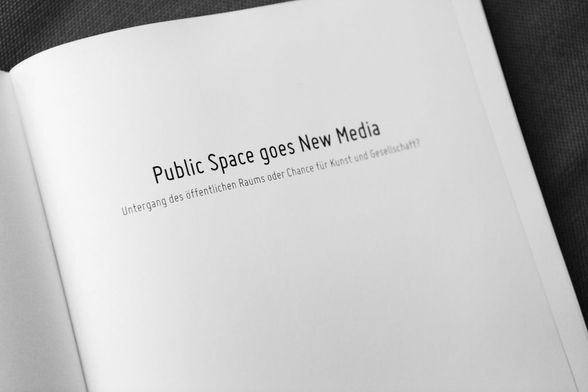 public-space-goes-new-media_001.jpg